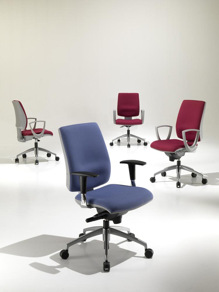 Kubix kastel sedute per ufficio comunit e casa for Poltrone operative