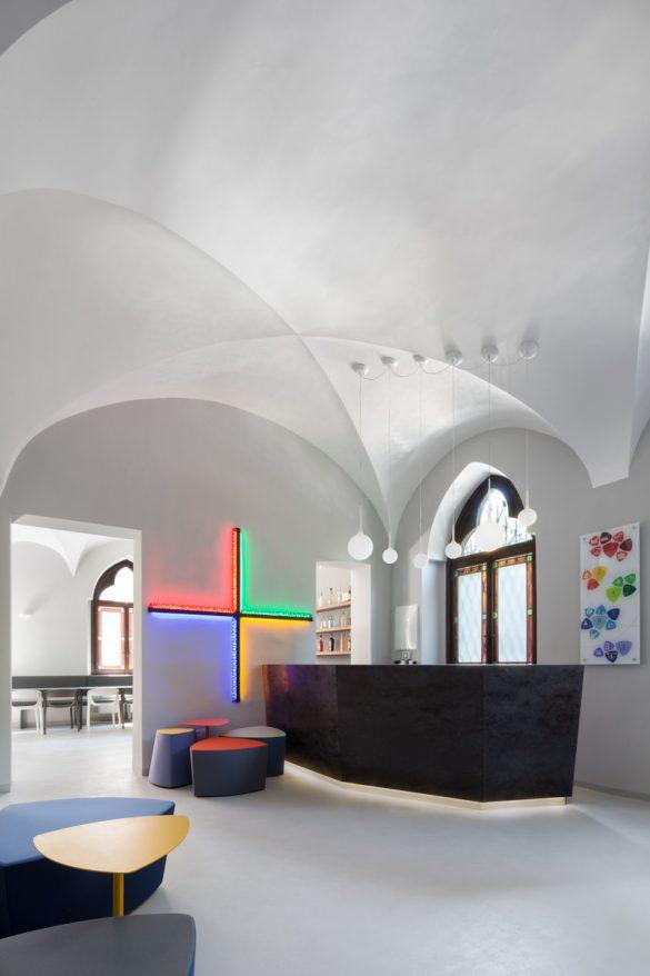 Tutte le referenze referenze kastel sedute per for Design hostel milano